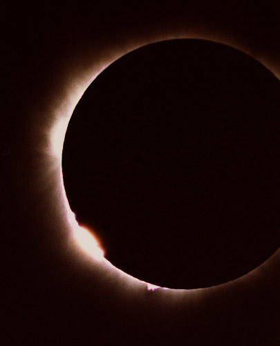 http://arifkurn.files.wordpress.com/2009/01/solar-eclipse-turkey10.jpg